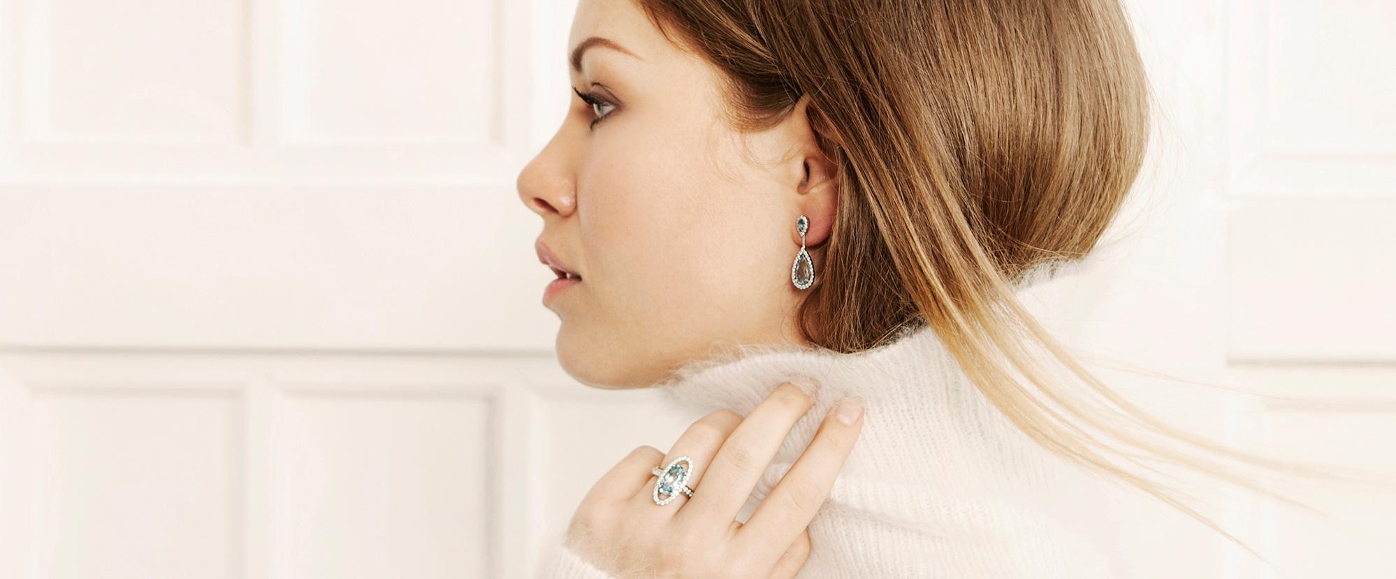 Platina ring en oorbellen met aquamarijn en diamant