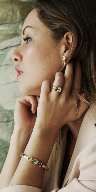 Geelgouden Oorbellen ring en armband met morganiet en peridot