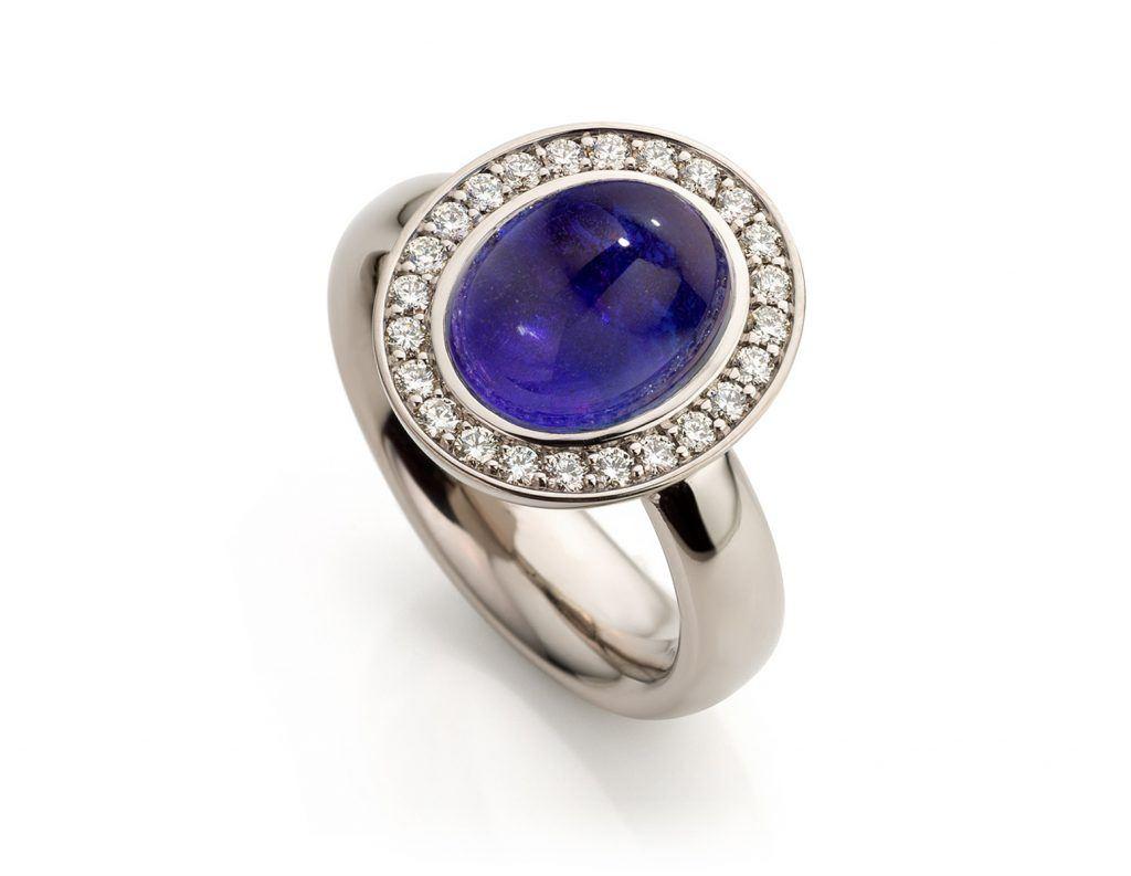 Ring in witgoud met tanzaniet en diamanten