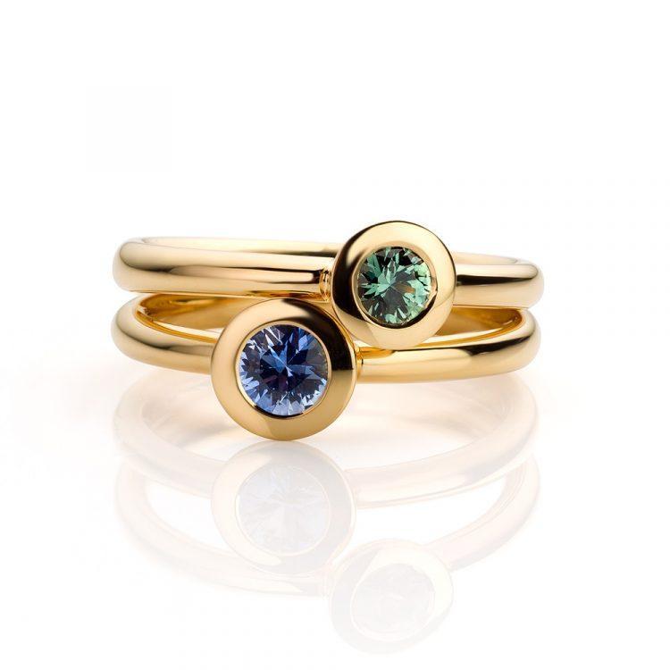 Ringen geelgoud met groene en blauwe saffier
