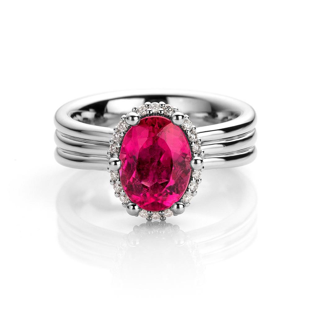 Ring uitgevoerd in platina met rubelliet en diamant