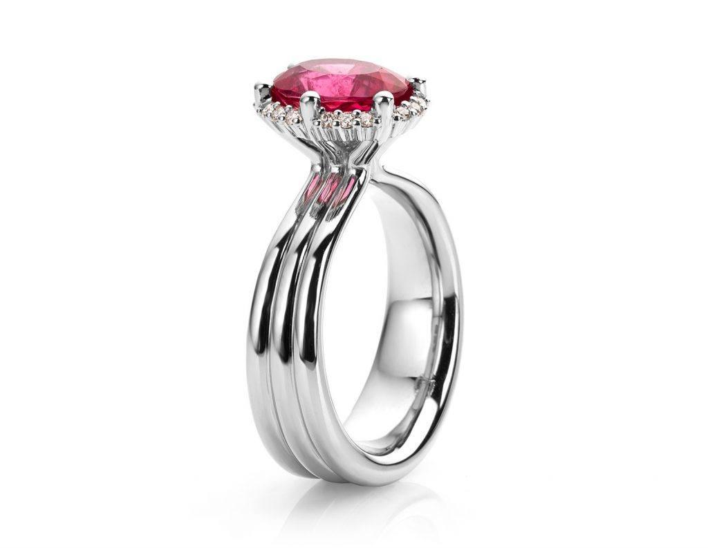 Ring in platina met rubelliet en diamant